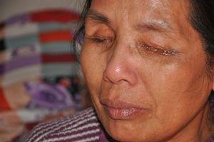 Nhiều người nghèo chấp nhận mù mắt vì không có tiền phẫu thuật