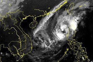 Siêu bão Yutu vào Biển Đông, liên tục đổi hướng