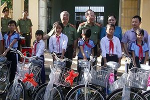 Thứ trưởng Nguyễn Văn Thành thăm, tặng quà tại Gia Lai