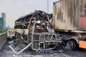 Tìm bị hại và nhân chứng vụ cháy ô tô khách trên đường vành đai 3 trên cao