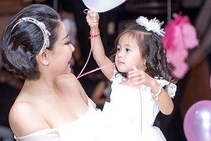 Vợ chồng Hoa hậu Hà Kiều Anh tổ chức sinh nhật ngập sắc hồng cho con gái cưng
