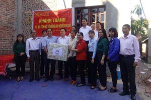 Huyện Sóc Sơn bàn giao nhà cho 2 hội viên nông dân nghèo