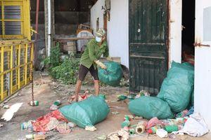 Sơn La: Tiêu hủy 7 tấn bao gói thuốc trừ sâu, rầy, nấm mốc...