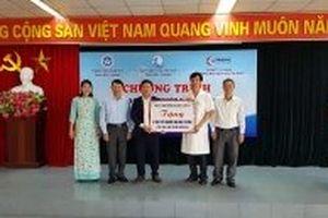 Trao tặng máy xét nghiệm sinh hóa tự động cho Bệnh viện sản nhi Bắc Giang