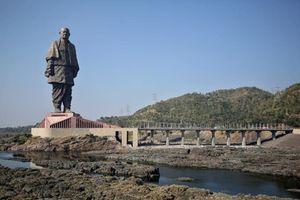 Cận cảnh bức tượng cao nhất thế giới ở Ấn Độ