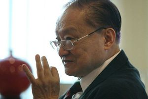 Tiểu thuyết võ hiệp mang về cho Kim Dung khối tài sản 'khủng' thế nào?