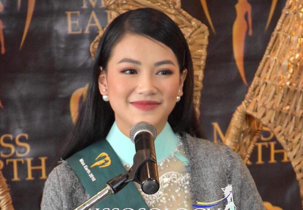 Bị sốt cao, Phương Khánh vẫn gây 'choáng' khi trả lời phỏng vấn 'Miss Earth'