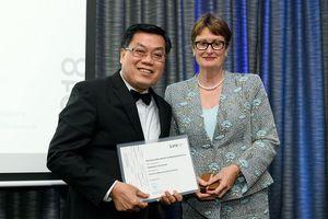 GS. Nguyễn Văn Tuấn đạt giải thưởng xuất sắc về nghiên cứu tại Úc