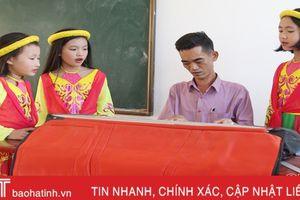 Thầy giáo trường làng Hà Tĩnh mê sáng tác nhạc cho thiếu nhi