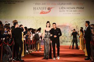 Phương Anh Đào nhận giải thưởng Nữ diễn viên chính xuất sắc