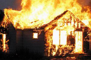 Bố nướng mực cháy nhà, con 2 tuổi tử vong