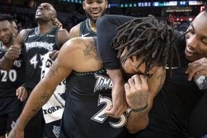 Người đàn ông kiên cường đã khóc, Derrick Rose 'cựu MVP 2011' hạ gục Utah Jazz với 50 điểm
