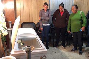 Bé trai tử vong vì bị bố và mẹ kế ép ăn chất thải của mình