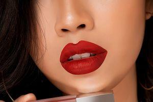 Chu Lipstick – Một thỏi son 'gom đủ' bàn trang điểm