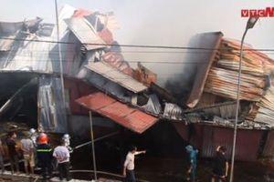 Cháy lớn thiêu rụi gần 400m2 nhà xưởng ở làng nghề Lũng Kênh, Hà Nội