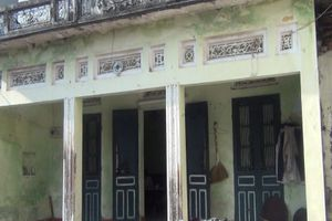 Quận Long Biên: Phải ở nhà dột nát vì nhiều năm xin cấp sổ đỏ không được !