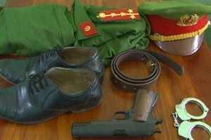 Xử phạt đối tượng tàng trữ trái phép, công cụ hỗ trợ và trang phục CAND