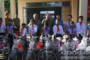Tặng nhà tình nghĩa và quà cho học sinh nghèo Gia Lai