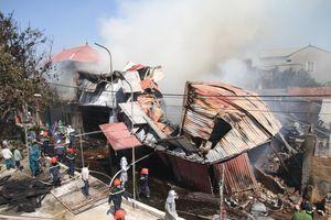Toàn cảnh cháy lớn thiêu rụi xưởng gỗ hàng trăm mét vuông tại Hà Nội