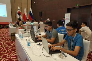 10 đội hacker mũ trắng thi An toàn không gian mạng toàn cầu tại Hà Nội