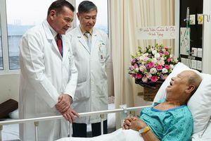 Nam luật sư nhập viện do liệt tứ chi, nguy cơ đột tử