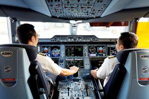 Yêu cầu phi công nghỉ việc phải báo trước 120 ngày là trái luật