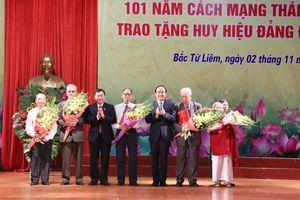 Trao Huy hiệu Đảng cho 145 đảng viên tại quận Bắc Từ Liêm