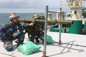 Đòn tấn công cực mạnh của tàu hậu cần Việt Nam