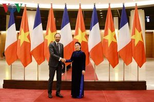 Chủ tịch Quốc hội Nguyễn Thị Kim Ngân hội kiến Thủ tướng Pháp