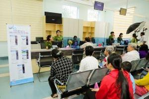Người dân tỉnh Tây Ninh làm thủ tục hành chính tại nhà bằng điện thoại