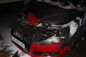 Xe Audi tiền tỉ cháy rụi trong garage