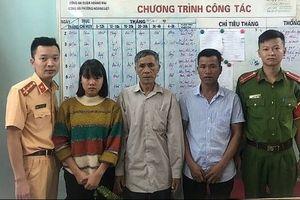 Cô gái mắc chứng hay quên lạc đường, được CSGT giúp tìm gia đình