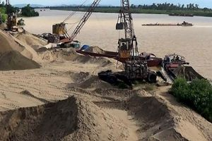 Tăng cường quản lý hoạt động khai thác khoáng sản và tập kết, trung chuyển vật liệu xây dựng ven sông