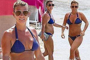 Vợ Wayne Rooney liên tục diện bikini hút mắt ở đảo Caribe