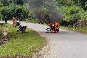Người đàn ông châm lửa đốt xe khi bị CSGT kiểm tra giấy tờ