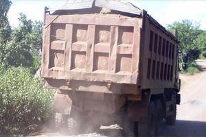 Gia Lai: Tuyến đường liên xã bị 'băm nát' bởi xe chở cát