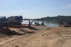 Kon Tum: Bắt 3 xe tải nghênh ngang chở 40m3 gỗ lậu qua phà giữa ban ngày