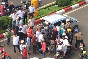 Rút dao đâm chết người sau va chạm giao thông nhẹ ở Sài Gòn