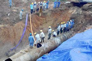 Rò rỉ đường ống, nhiều quận tại TP.HCM bị mất nước