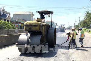 Khắc phục hư hỏng mặt đường quốc lộ 1 đoạn đi qua Bình Định