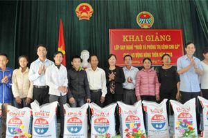 Dạy nghề cho 70 nông dân ở xã Sơn Lai và xã Văn Phương