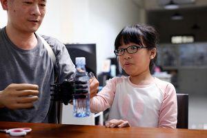 Dùng công nghệ in 3D chế tay giả cho người khuyết tật