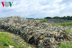 Nhà máy xử lý rác xin ngừng hoạt động, địa phương lúng túng
