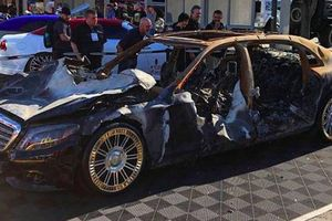 Trưng bày mẫu xe Mercedes-Maybach cháy trơ khung