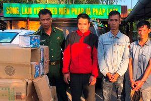 Bắt ôtô vận chuyển 250 kg pháo lậu từ Lào về Việt Nam