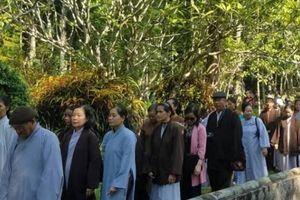 Phật tử khắp nơi đến Huế chờ duyên gặp thiền sư Thích Nhất Hạnh