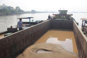 Bắt quả tang bốn thuyền đang bơm hút cát trái phép trên sông Đồng Nai