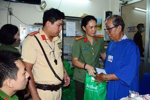 Hỗ trợ mổ mắt miễn phí cho 200 bệnh nhân nghèo