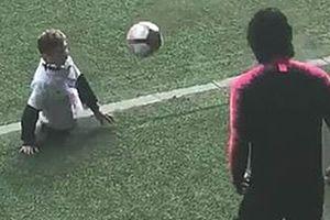 Cậu bé không chân ở PSG