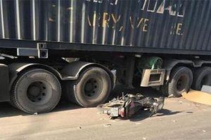 Nam giáo viên tiếng Anh người Nam Phi bị container cán tử vong